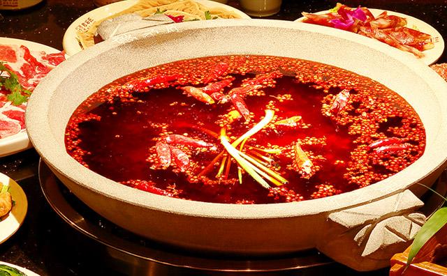 吃火锅时为什么辣锅总比清汤锅开得快,原因在这里